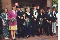 1992 Thron Thomas Volmer, Christa Haverkock (Plenter)  Ehrengefolge: Jutta Volmer (Kellermann), Bernhard Hommel (Büttelbrock) Thomas Kockentiedt, Anne Hommel