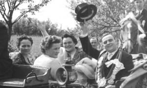 1958 vl. Kutscher Johannes Albers, Valeria Kösters, Regina Baumeister, Königspaar Lore Holtwick, Gerh. Baumeister jun.