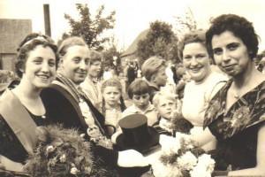 1960 vl .Königspaar Marianne Koch, Josef Möllers, Cornelia Elbers, Helga Koch