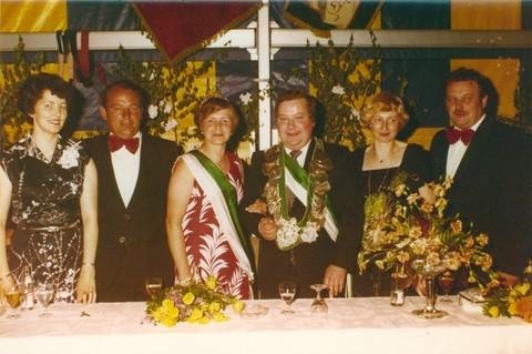 1977 Thron v.l. Magda Volmer, Richard Sprey, Helga Sprey, Ulrich Elbers, Käthe Elbers, Franz Volmer